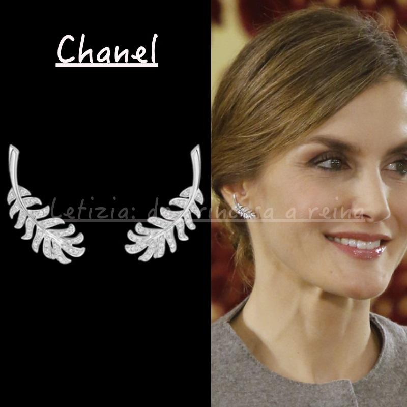 FOTO 8: Pendientes de plumitas de Chanel.
