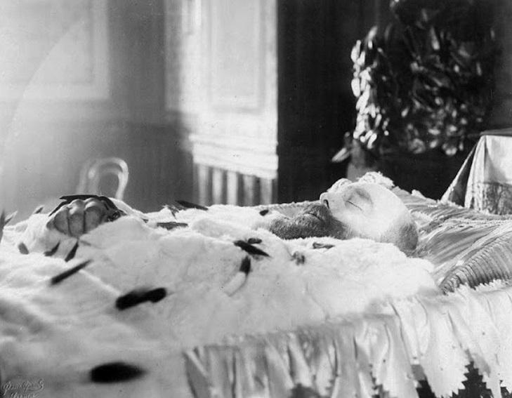 Foto 7 Alexander III muerto