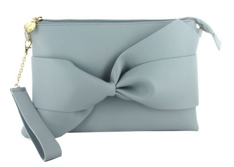 FOTO 8: Bolso color azul claro con lazo.