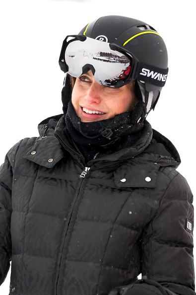 FOTO 15: Leti en negro con traje de esquiar.