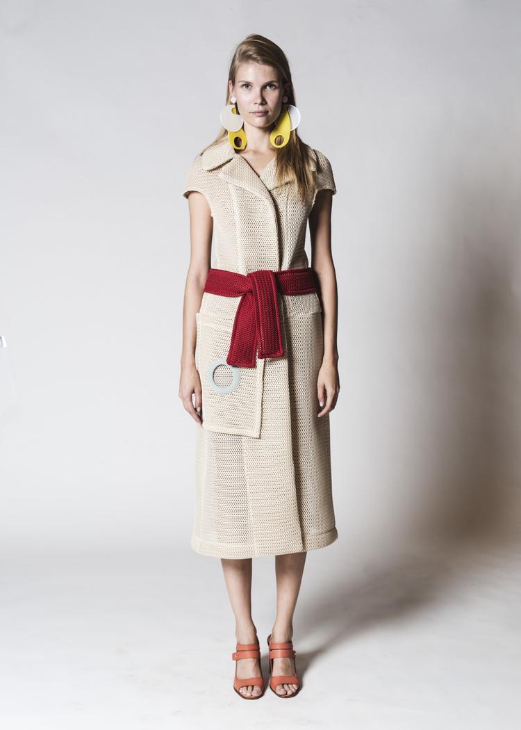 FOTO 13: Vestido gabardina beige