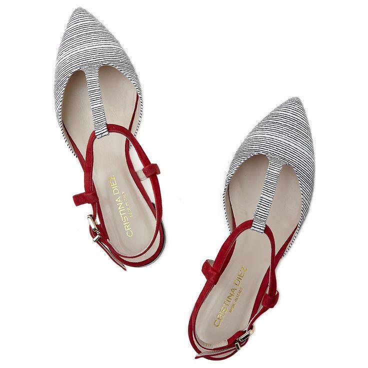 FOTO 14: Zapatos de rayas y rojo