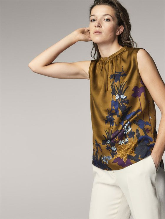 FOTO 6: Modelo blusa floral en ámbar.