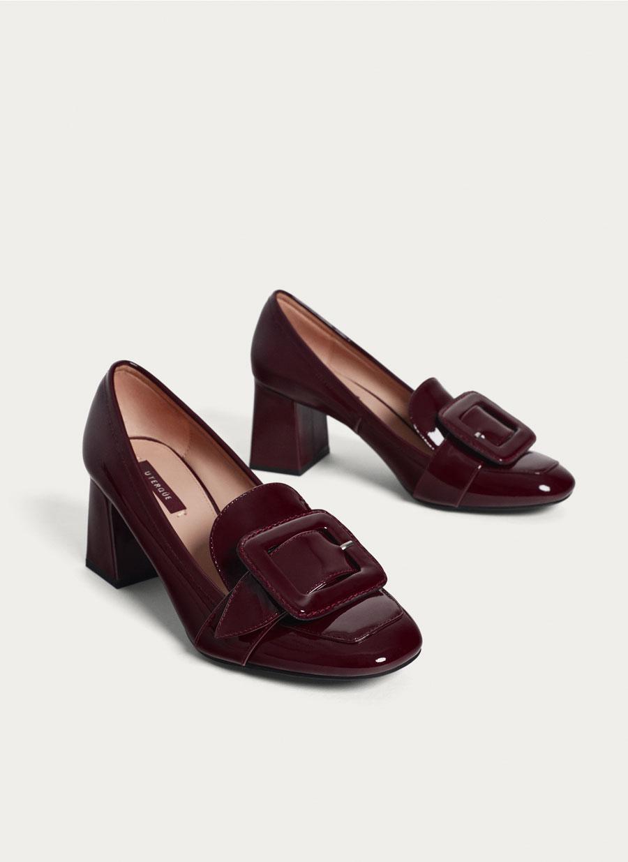 FOTO 11: Zapatos en burdeos.