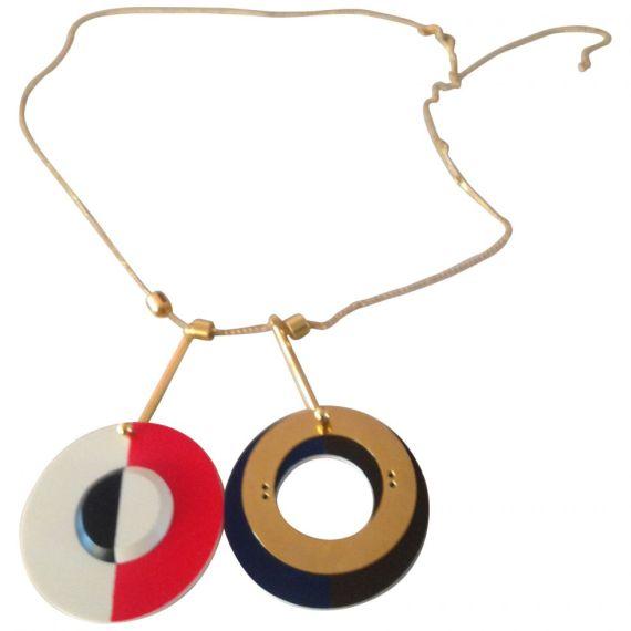 FOTO 5: Mega collar de círculos.