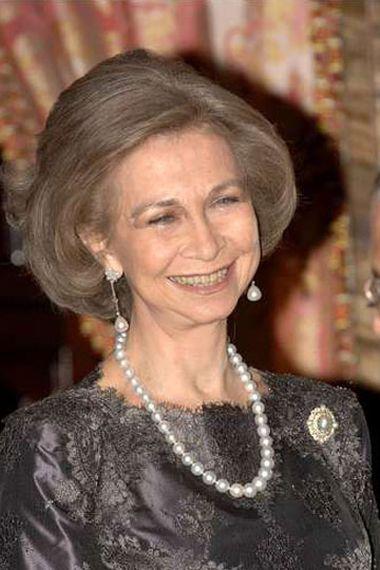 FOTO 13: Reina Sofía con collar de perlas