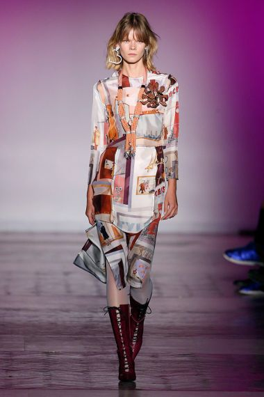 FOTO 20: Modelo con vestido de seda