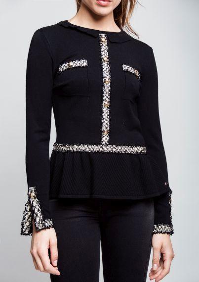 FOTO 9: Modelo con suéter negro