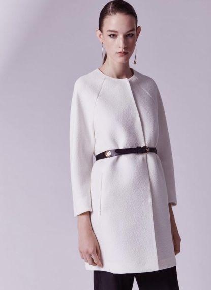 FOTO #11: Modelo con abrigo blanco y cinturón