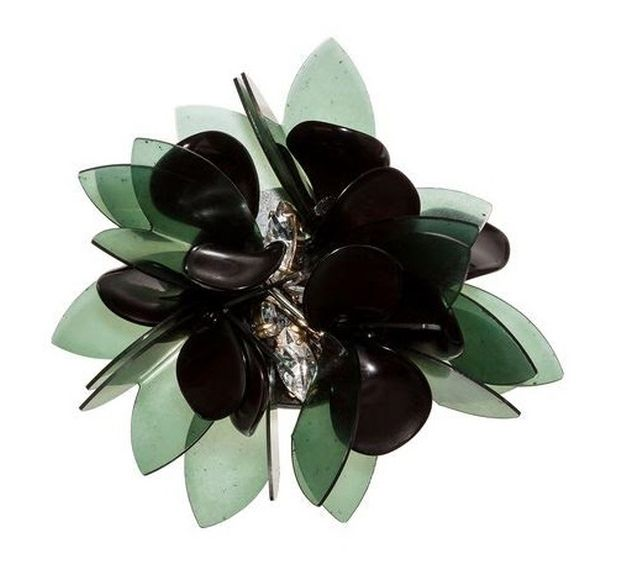 FOTO #15: Broche floral con verde.