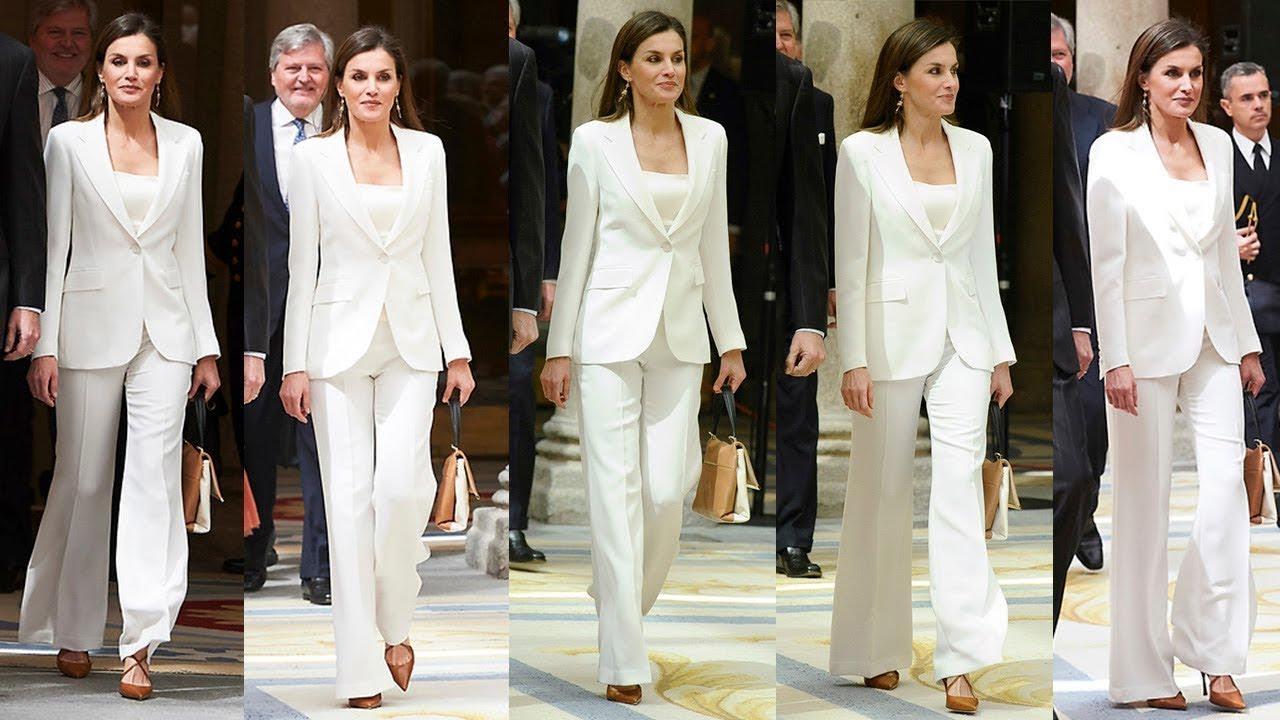 FOTO #6: Leti con su traje CH blanco.