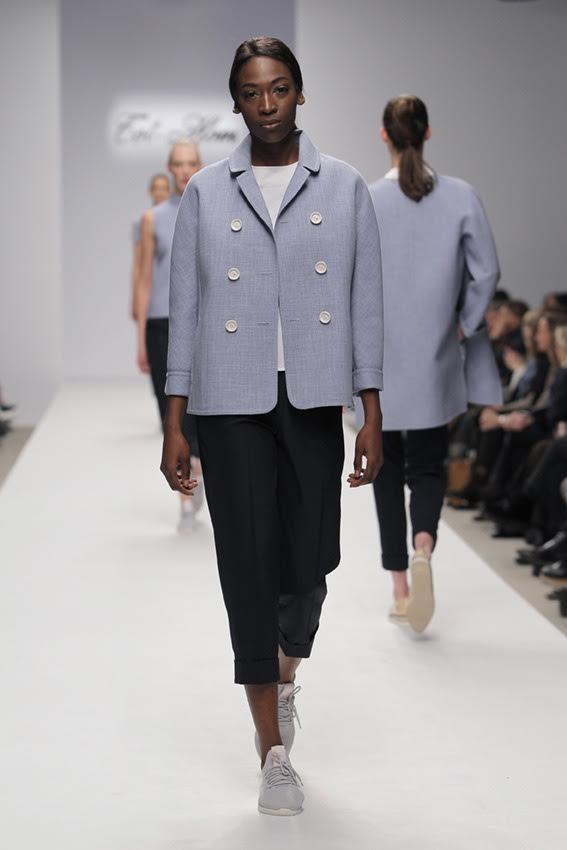 FOTO #8: Modelo con chaqueta azul
