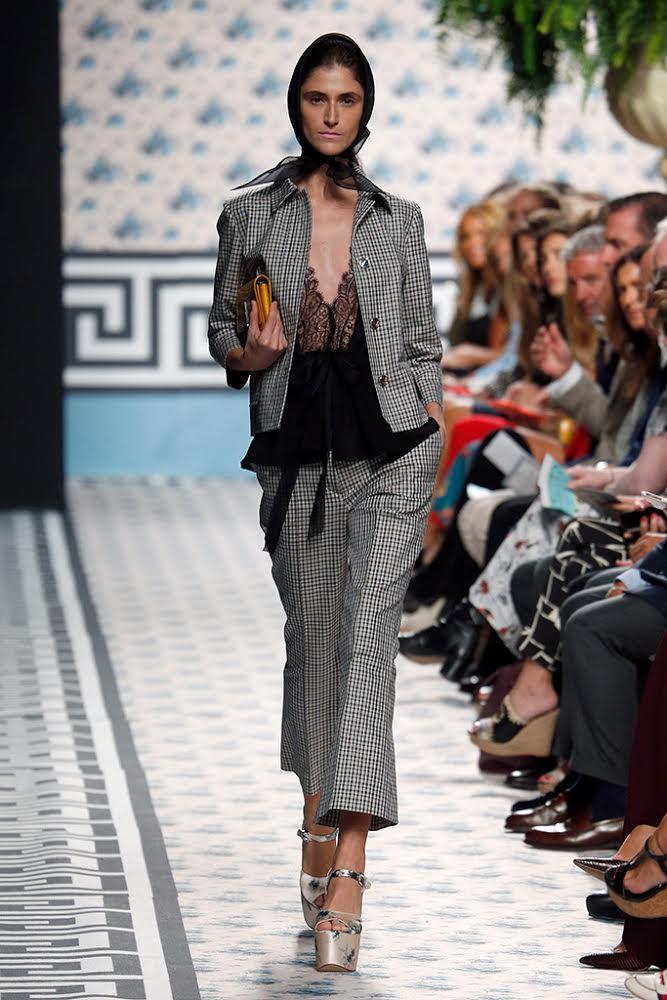 FOTO #14: Modelo con chaqueta a cuadros