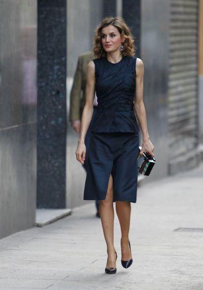 FOTO #15: Leti en falda azul de NR